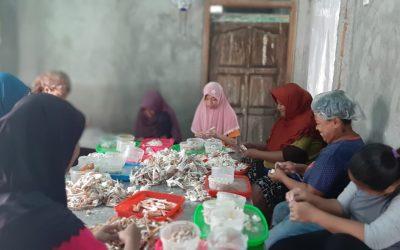 Serikat Nelayan Indonesia Perkuat Usaha Ekonomi Perempuan Nelayan yang Inklusif